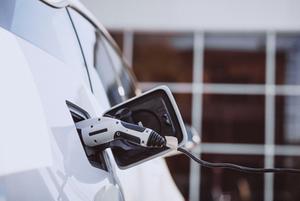 Електромобілі справді екологічні? Пояснює експертка