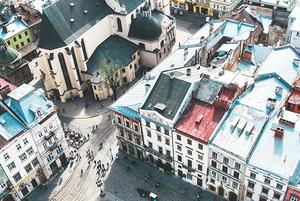 Шопінг, світлове шоу і краєвид на місто: що робити в новому центрі Vernissage Lviv Mall