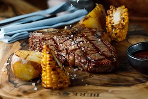 11 видів стейків та пунші: 6 причин відвідати ресторан Senator