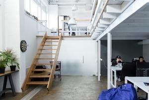 Дартс і PlayStation у двоповерховому офісі Hexagon Agency