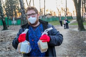 «Я ще ніколи не бачив такого голоду на вулиці». Як можна допомогти бездомним під час карантину