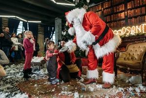 Різдвяний «Кураж Базар»: посидіти на колінах у Bad Santa й купити подарунки
