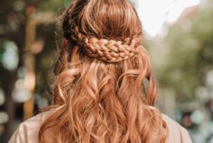 Коси, пучки, хвости: 16 ідей для зачісок, які можна зробити вдома