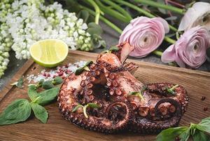Літня кухня: відкрита тераса і морепродукти на Січових Стрільців