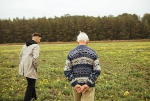 Що змінилося за пів століття: дідусь та онук відповідають на запитання про життя