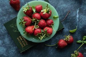 Заморожувати сезонні ягоди