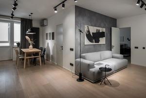 Дві спальні й темна ванна у квартирі холостяка