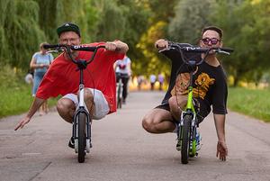 Довгі літні вихідні: басейн, велосипеди та ще 5 варіантів відпочинку на ВДНГ