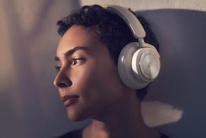 Колаборація з дизайнером, персоналізований звук та ефект прозорості в навушниках від Bang & Olufsen