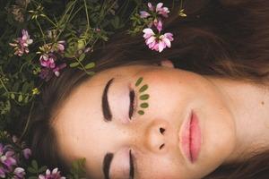 Фейс-контроль: 6 способів захистити шкіру обличчя від впливу мегаполіса і стресу