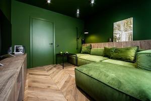 Компактна зелена квартира фотографки