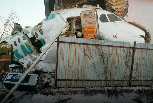 «Я бачив, як стіни літака скручуються, ніби папірці». Ми пережили авіакатастрофу