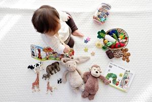 Чек-лист: які іграшки потрібні дитині до року