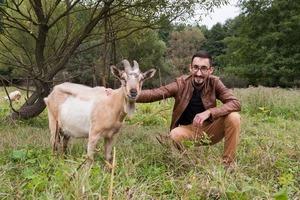 Як звільнитись і заснувати молочну ферму у селі