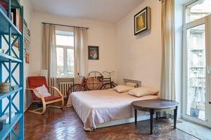 Квартира дизайнерки на Хрещатику з краєвидом на Пасаж