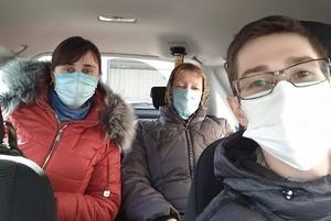 #ПідвезиЛікаря: Це люди, які допомагають лікарям діставатися на роботу