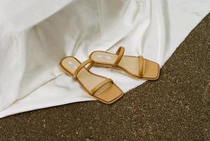Не кросівки: 19 пар легкого взуття на літо для жінок