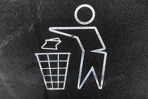 Чому в метро немає смітників