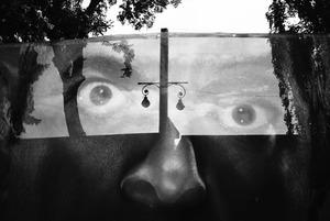 Камера спостереження: Олександр Навроцький знімає чорно-білий Київ