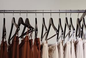 Як у Львові створюють мінімалістичний одяг в етностилі
