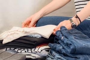 Як правильно доглядати за одягом і не зіпсувати його після першого прання