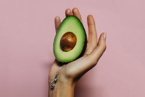 Від авокадо-підвіски до курсу сомельє: що подарувати гедоністу