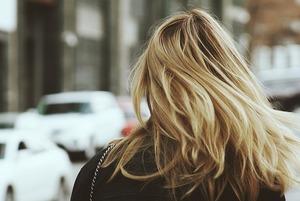Свіжа зачіска: що треба знати про сухий шампунь