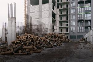 Опалюють квартири дровами й не знають, куди зливається каналізація – репортаж із незаконного ЖК