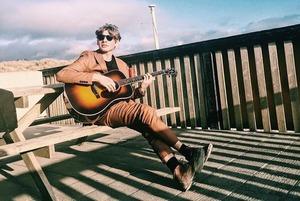 Небанальна музика: 9 треків від гітариста Circa Waves Джо Фальконера