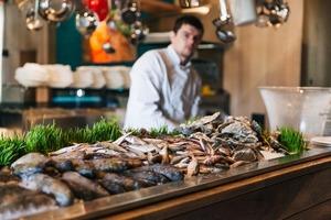 Морепродукти з Одеси за 2-3 євро у «Любчику» на Бессарабці