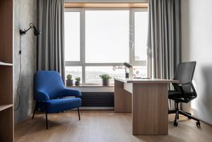 Два кабінети та краєвид на Дніпро у квартирі для пари підприємців