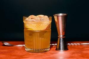 «Хмільна айва» та «Ігристий шпіц»: які коктейлі спробувати у барі «Прописка»