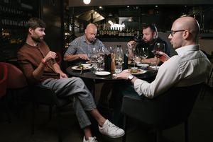 Чоловіча розмова:  вино, метафізика, дружба