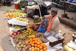Комендантська година та палиці. Що відбувається з карантином в Індії?