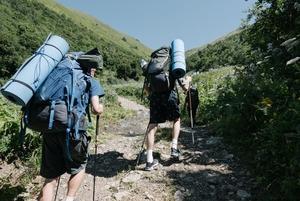 Що взяти в літній похід у гори? Інструкція для початківців