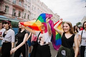 Це люди, які йдуть на Марш рівності