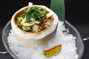 Cевіче, булочки бао з крабом і рол із трьома видами риби в оновленому меню Fenix Asia