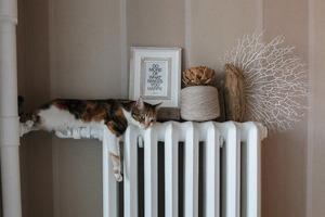 Свічки, подушки та гірлянди: як зробити теплий декор удома