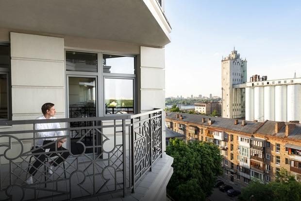 Панорама на Київ у трикімнатній квартирі на Подолі