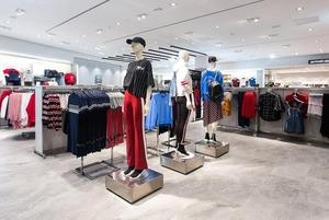 Перший H&M у Києві: черга на червоній доріжці, колекції та ціни