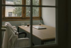 Місце сили: як облаштувати на балконі лаунж, кабінет чи простір для речей без капітального ремонту