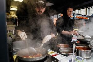 Хот-доги, шаурма і кава: де їсти на фудзоні «Бухта Food Station» на Поштовій