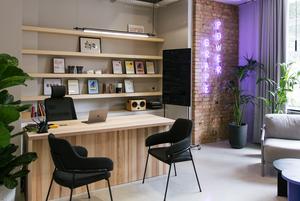 Бар і звукові камери в офісі креативної агенції Grape