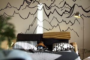 Меблі ручної роботи у квартирі для пари
