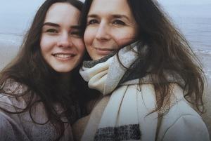 Історія мами, яка залишила доньку та поїхала в Італію, щоб заробити на краще життя