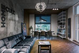 Лофт дизайнерської студії Homecult зі стінкою з натуральної сосни