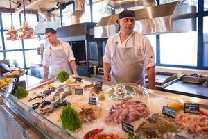 Ресторан грецької кухні Taverna на Русанівській набережній