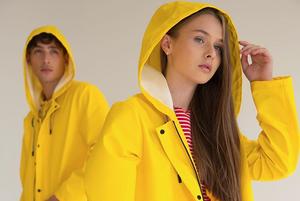 Щоб не намокнути: 10 дощовиків від українських брендів