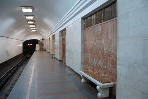 Двері на «Арсенальній» замінили на металеві, хоча це пам'ятка архітектури. Чи були альтернативи