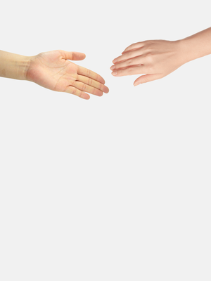 Чому потрібно тиснути руку жінкам під час зустрічі?